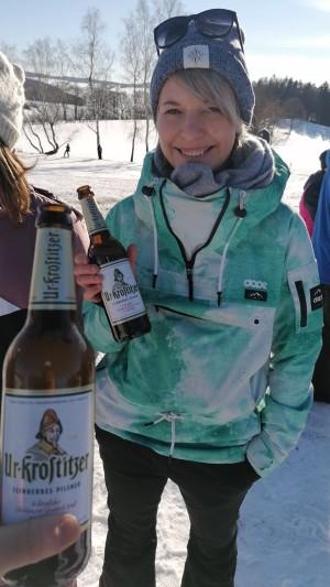 Ein Bierchen mit Freunden am Skilift. Gemeinschaft, Freunde und natürlich das beste Bier. In Herold aufn Löffelberg. - Antonia