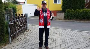 Uri gehört zu RB Leipzig. RB Leipzig. Kurz vor der Red Bull Arena. - Karsten