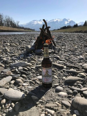 Grillen geht bei jedem Wetter. Leben und leben lassen. Rheintal Sennwald Schweiz. - Andre