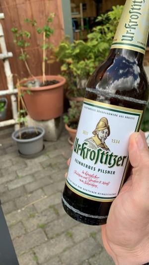 Bierchen im Garten. Elferzug zum Sonntag. Im Garten. - Markus