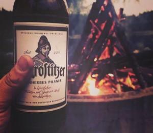 Wenn man ins Feuer schaut und ein schönes Uri trinkt, könnte man fast denken, die Welt ist wieder in Ordnung. Gemütliche Abende. Nossen/Sachsen. - Virginia
