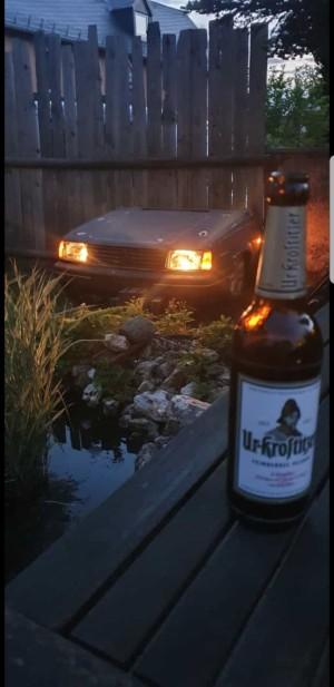 Gemütlichen Abend ausklingen lassen, mit Freunden bei Benzingesprächen mit extravaganter Gartendeko in der #Fuchsershit Hauptzentrale. Gemütlichkeit nach einem harten Schraubertag - Heimatliebe. Hohenleuben. - Chris