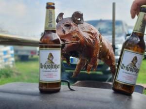 Schwein und Ur-Krostitzer Bier, das schmeckt uns hier in Droitzen!!! Der beste Geschmack meines Lebens (das Bier)!!! 06618 Droitzen, Burgenlandkreis. - Christian