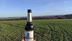 Auf meinem Bild tront der König des Bieres vor dem Anblick von Chemnitz. Einen herzlichen Spaziergang, bei bestem Wetter, mit bestem Bier. Röhrsdorf. - Alexander