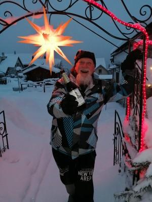 Zu einem guten Ur-Krostitzer gehören Schnee, coole Lichteffekte und viel Spaß. Glück und Zufriedenheit. In meinem Garten. - Bernd