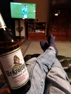 Zum gestrigen Halbfinale unserer Bullen. Feinster Biergeschmack beim schönsten Programm der Welt! In Waren an der Müritz bei meinen Schwiegereltern. - Matthias