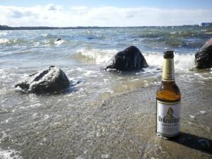 Bei einer Wanderung am Strand darf ein isotonisches Erfrischungsgetränk nicht fehlen. Freiheit und guten Geschmack. Höhe 23 in Devin bei Stralsund. - Nico